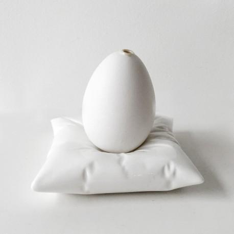 Porcelanowa poduszka na jajko