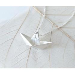 Naszyjnik ze srebrną łódką